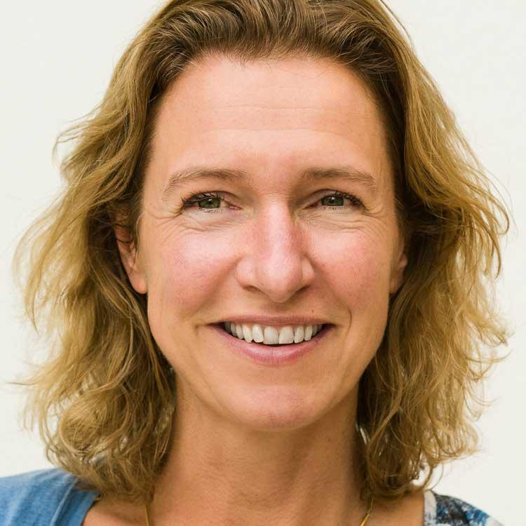 https://eennieuwegeneratieouderenzorg.nl/wp-content/uploads/2015/12/Ellen-Vreeburg.jpg